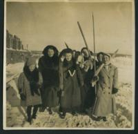 1909 Students With Skis